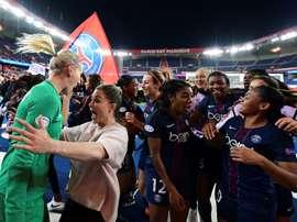 Les joueuses du PSG se congratulent après leur victoire contre le Bayern Munich. AFP