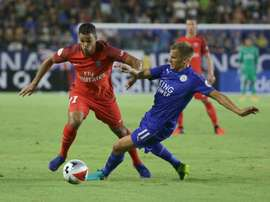 Albrighton ha visto mejorado su contrato. AFP