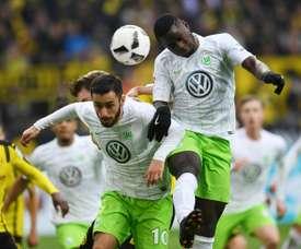 Paul George Ntep frappe le ballon de la tête lors du match face à Dortmund. AFP