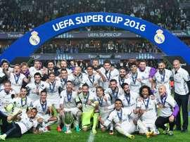 Les joueurs du Real Madrid fêtent leur victoire en Supercoupe dEurope face au Séville FC, le 9 août 2016 à Trondheim
