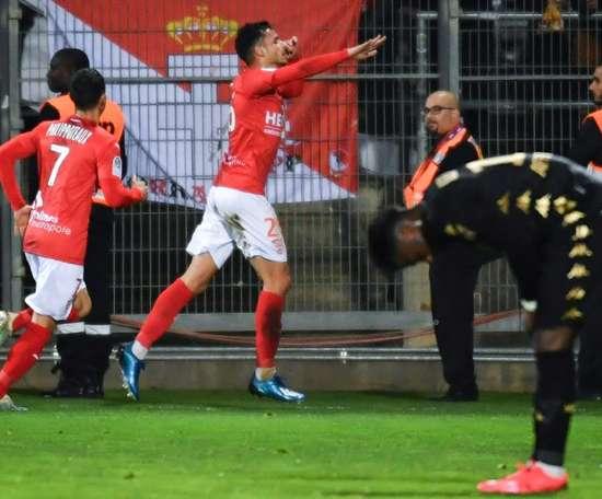 Monaco s'incline à Nîmes et voit le podium s'éloigner. GOAL