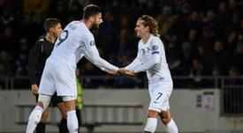 Giroud-Griezmann, un pas vers le sourire. AFP