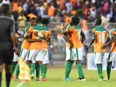 Les Ivoiriens se congratulent après le but de Kodjia face à la Sierra Leone en qualifs pour la CAN-2017, à Bouaké, le 3 septembre 2016