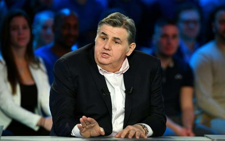 Le journaliste sportif condamne les sifflets. AFP
