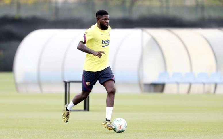 Samuel Umtiti está de volta aos treinos do Barça. AFP