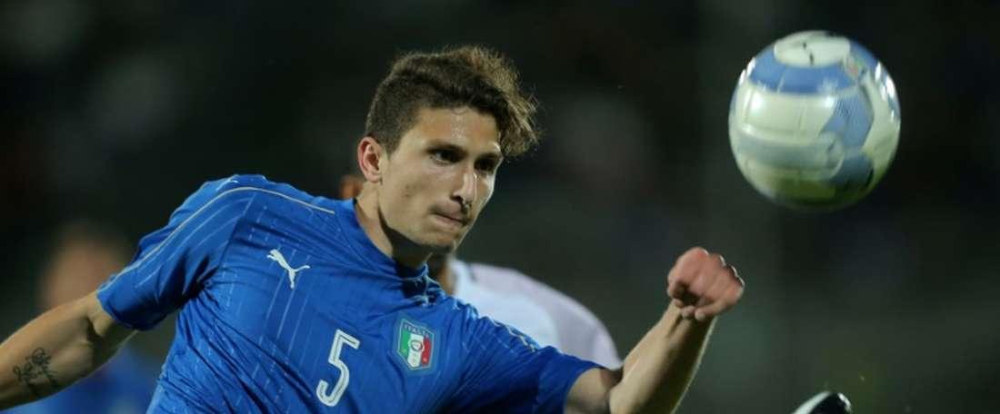 Mattia Caldara debutó y marcó con Italia. AFP/Archivo