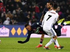 Le père de Neymar n'est pas d'accord avec l'arbitrage. AFP