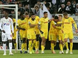 Les joueurs de Nantes se congratulent après un but de Gabriel Boschilia face à Amiens. AFP