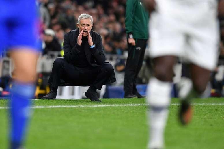 Mourinho aposta na base do Tottenham. AFP