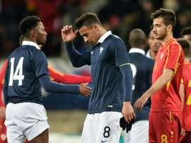 La déception du Français Corentin Tolisso (c) après le match nul (1-1) contre la Macédoine en qualifications pour lEuro-2017, le 28 mars 2016 au Mans