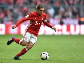 Le défenseur du Bayern Philipp Lahm contrôle le ballon lors du match face à Francfort. AFP