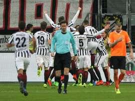 Les joueurs de Francfort se congratulent après un but contre Darmstadt. AFP