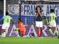 La capitaine des Bleues Wendie Renard après avoir manqué un penalty, contre le Nigeria à Rennes. AFP