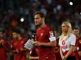 Se conoce la decisión que hubiera tomado el ex jugador de la Roma. AFP