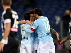 Nani (g) félicité par ses coéquipiers de la Lazio après un but contre l'Udinese. AFP