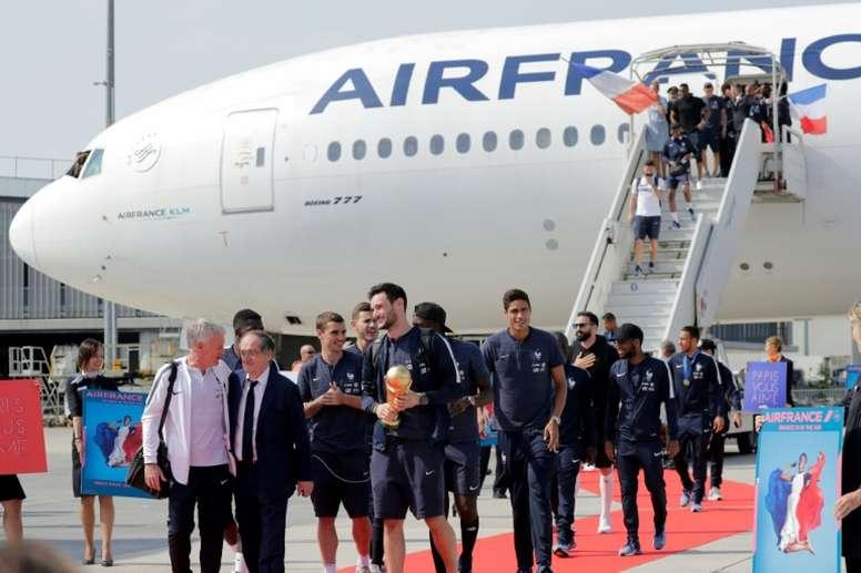 L'avion, incontournable mode de transport des footballeurs. AFP