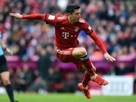 Lewandowski a du mal à jouer contre Ramos. AFP