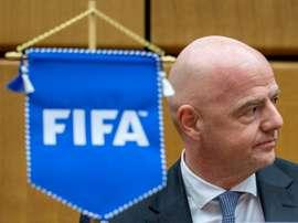 Infantino ve muy difícil que el Mundial se juegue en diciembre. AFP