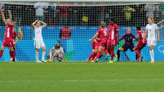 Le désarroi des joueuses de léquipe de France féminine de football après leur élimination en quarts face au Canada, le 12 août 2016 à Sao Paulo