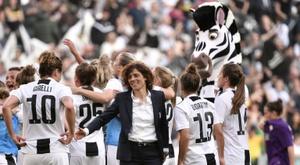 Cristiana Girelli félicite ses joueuses lors de la victoire à domicile sur la Fiorentina. AFP