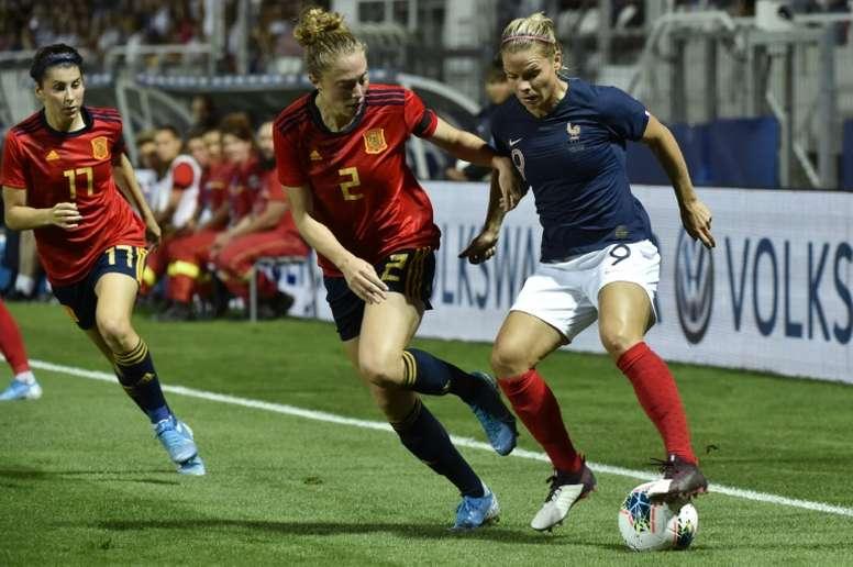 Eugénie Le Sommer (d) buteure lors de la victoire 2-0 sur l'Espagne en match amical. AFP