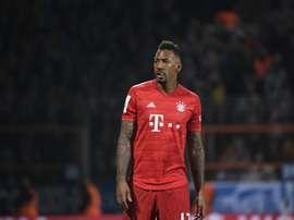 Bayern de Munique multou Boateng por descumprir quarentena e sofrer acidente. AFP