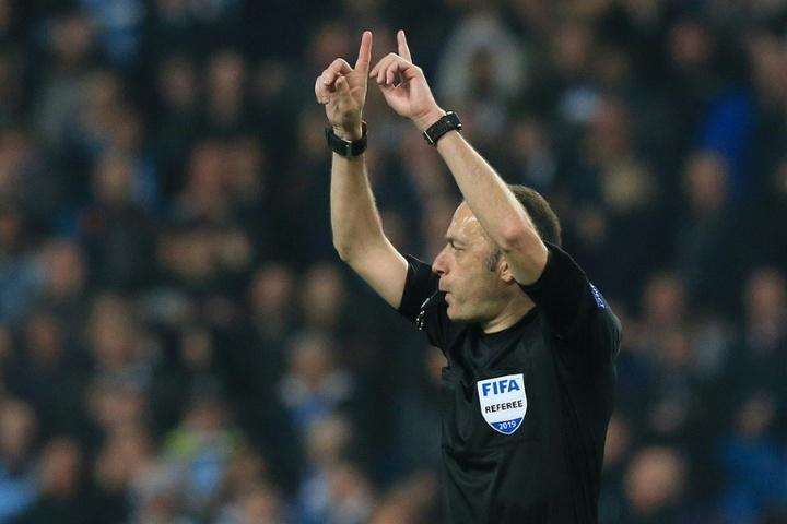 Cüneyt Çakir será el encargado de pitar el 'play off' por el ascenso en Turquía. AFP/Archivo