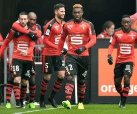 Les Rennais congratulent Morgan Amalfitano (g) après son but face à Nice au Roazhon Park. AFP