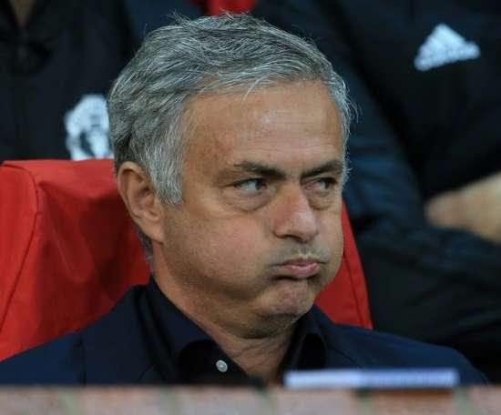 Mourinho mais 11 jogadores com um pé fora de Old Trafford. AFP