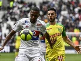 Le défenseur brésilien de Lyon Marcelo (g) contre Nantes en Ligue 1. AFP