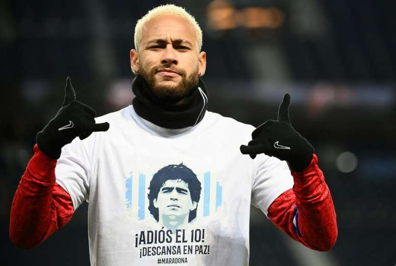 El homenaje de Neymar y el PSG a Maradona. AFP