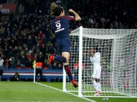 Cavani anotó un doblete en sólo seis minutos. AFP