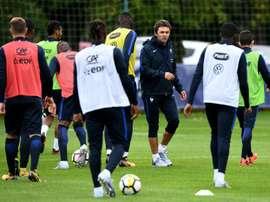 L'entraîneur de l'équipe de France espoirs Sylvain Ripoll dirige une séance d'entraînement. AFP
