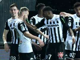 El Angers consiguió puntuar 'in extremis'. AFP