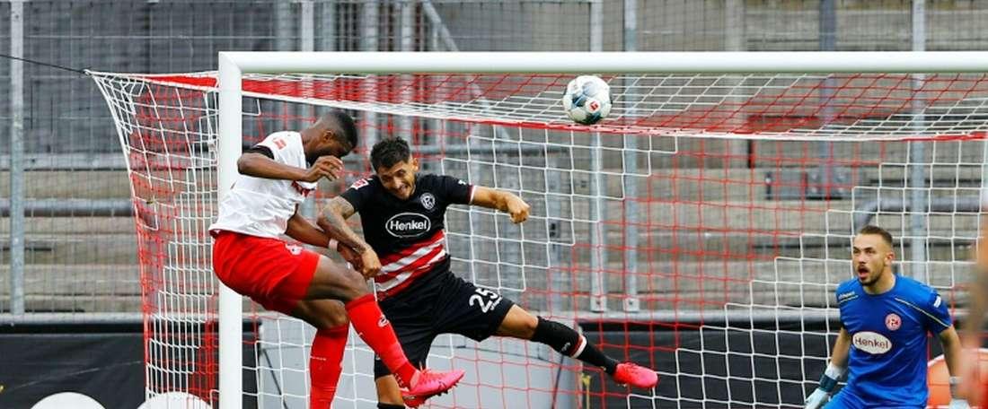 No minuto final, Colônia empata com o Fortuna Düsseldorf. AFP