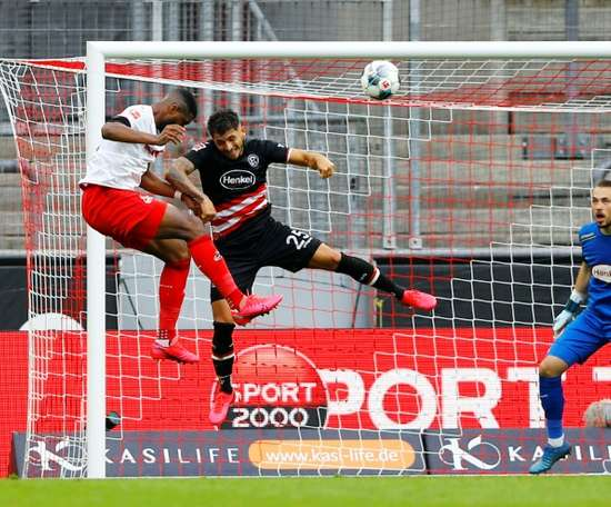 Düsseldorf laisse échapper une victoire dans le temps additionnel. AFP