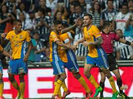 L'attaquant André-Pierre Gignac (d) célèbre son but lors du match contre Monterrey. AFP