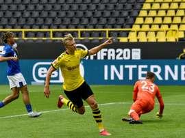 Erling Braut Haaland marcou aos 29 minutos contra o Schalke 04. AFP