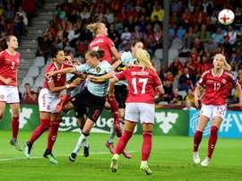 Sanne Troelsgaard marque pour le Danemark contre la Belgique à l'Euro.