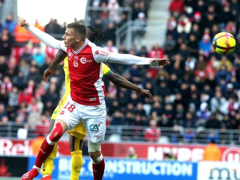 Sevilla y Betis batallan por Oudin. AFP
