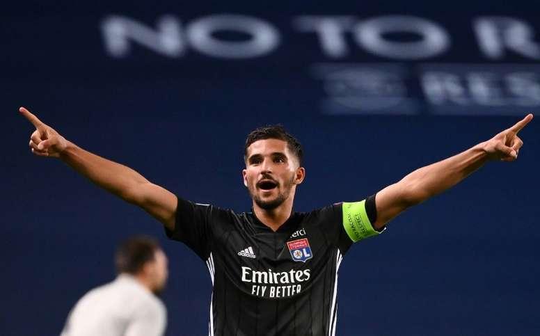 El Arsenal hará una oferta formal por Aouar la próxima semana. AFP