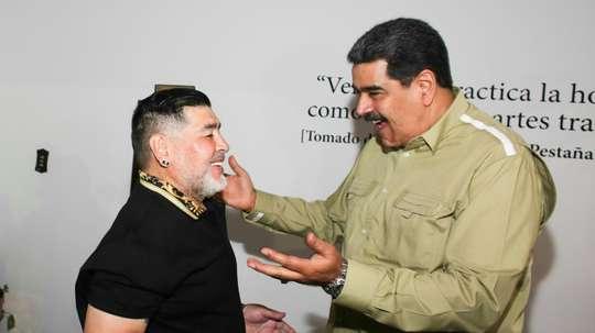 Le président chaviste Maduro accueille Maradona à Caracas