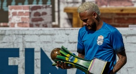 Neymar répond aux exigences du Barça à sa manière. AFP