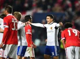 Elyounoussi, buteur, et ses coéquipiers célèbrent la qualification du FC Bâle. AFP