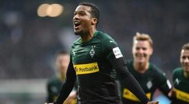 Plea anotó un 'hat trick' ante el Werder Bremen. AFP