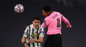 El Barça confirma la lesión de Araujo en el bíceps femoral. AFP