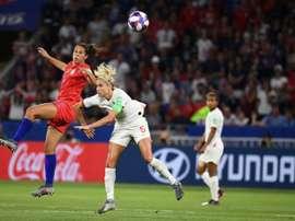 Carli Lloyd au duel avec Steph Houghton en demi-finale de la Coupe du monde, le 2 juillet 2019. AFP