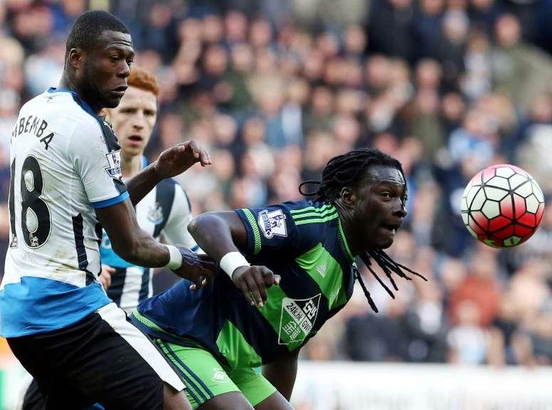 Mbemba est arrivé à Newcastle lors de la saison 2015-16. AFP