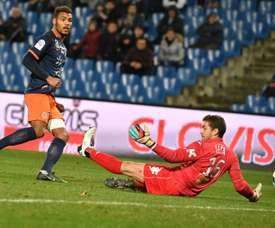 Le gardien de Bastia Jean-Louis Leca encaisse un but de l'attaquant de Montpellier Steve Mounié. AFP