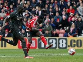 La perle de Southampton Sadio Mané frappe et inscrit le 3e but de son équipe face à Liverpool au St Marys Stadium, le 20 mars 2016